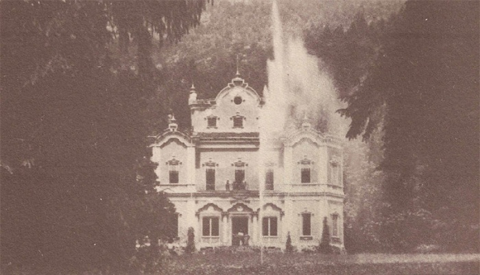 la Villa con la fontana in una foto d'epoca